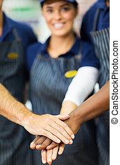 ouvriers, supermarché, ensemble, mains
