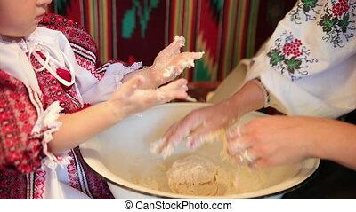 pâte, fait main, mère, cuit, goods., peu, fille, cuire, pain, pétrir
