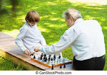 père, jouer, grand-père, gosses, chess.
