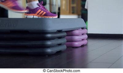 paires, step., deux, pieds, espadrilles, porter, exercice, dehors