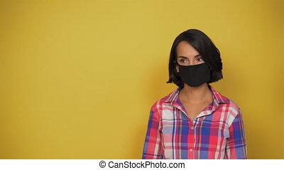 pandemic., jaune, journalier, concept, noir, masque, valeur, cheveux, modèle, sombre, soigneusement, femme, court-d'une chevelure, regarde, side., fond, it., elle, figure, virus, copie, space., vêtements, jeune