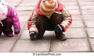 panoramique, enfants, asphalte, dessin