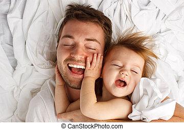 papa, feuille, poser, rire, enfant, blanc