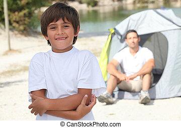 papa, garçon, sien, jeune, camping