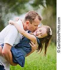 papa, joue, vieux, elle, 6, moment, année, amusement, baisers, girl, apprécier