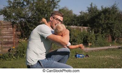 papa, peu, sien, jardin, fils, amusement, sourire, avoir, heureux