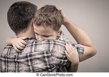 papa, sien, triste, étreindre, fils