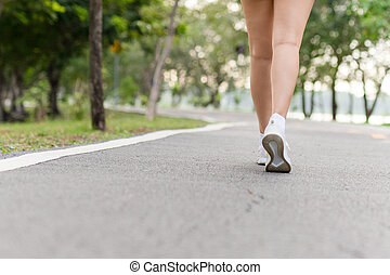 parc, jeune femme, public, exercice, marche, fitness, morning., jambes