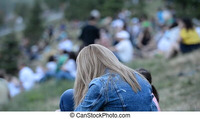 parc, massively, (in, gens, close-up., plein air, crowd), herbe, reposer