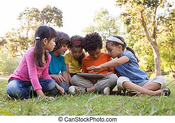 parc, peu, enfants, utilisation, tablette