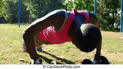 parc, poussée, femme, athlète, augmente, 4k