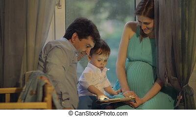 parents, tampon, enfant, toucher, maison, jouer