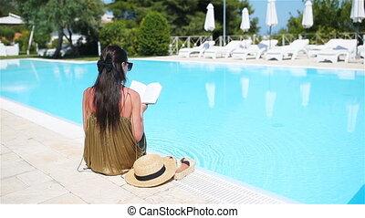 parfait, femme relâche, apprécier, hôtel, vacances, recours, luxe, vacances, plage, piscine