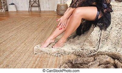 parfait, huile corps, dentelle, écarts, lingerie, noir, legs., peau, sexy, girl