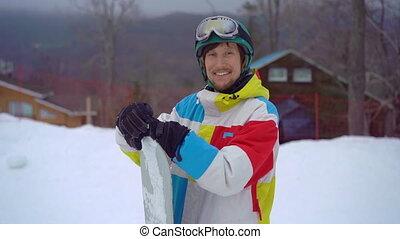 park., casque, hiver, snowboard, fetes, homme, closeup, recours, montagne, coup, porter, slowmotion, activités, jeune, concept.