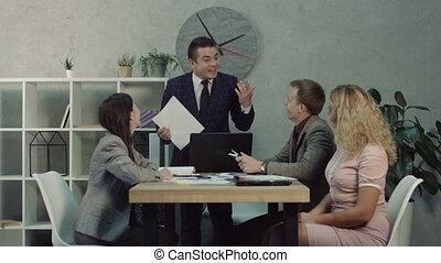 partenaires, travail, résultat, équipe, discuter, éditorial