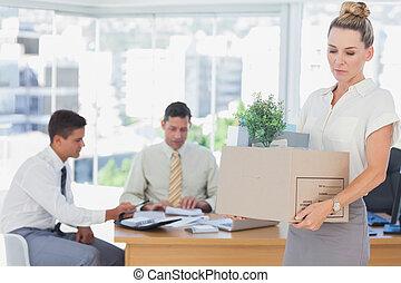 partir, mis feu, bureau, femme affaires, après, être
