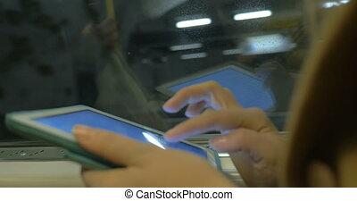 passager, métro, tablette, mains