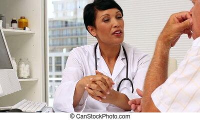 patien, personnes agées, docteur, parler