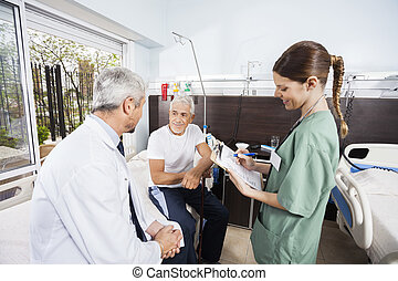 patient, docteur, rapports, regarder, quoique, tenue, personne agee, infirmière
