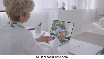 patient, sur, médecin de famille, appeler, vidéo, ordinateur portable, homme, santé, conversation, sien, parler, maladie, mâle, utilisation