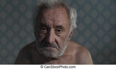 pauvre, maison, homme, vieux, portrait