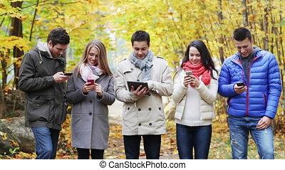 pc, sourire, smartphones, amis, tablette