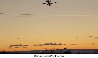 pendant, aéroport, coucher soleil, atterrissage avion