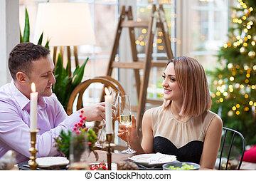 pendant, couple, noël, gai, dîner, fête