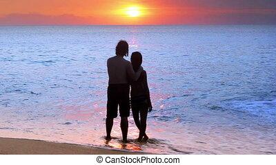 pendant, couple, plage, coucher soleil, romantique
