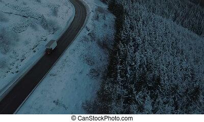 pendant, glissant, hiver, enroulement, conduite, route, transport, camion, lent, montagne