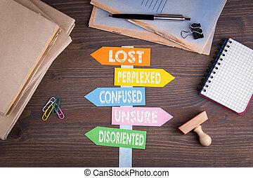 perdu, bois, poteau indicateur, concept., papier, bureau