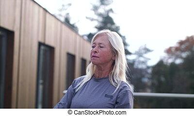 personne âgée femme, dumbbells, exercise., dehors