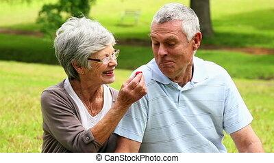 personne agee, affectueux, couple, bavarder