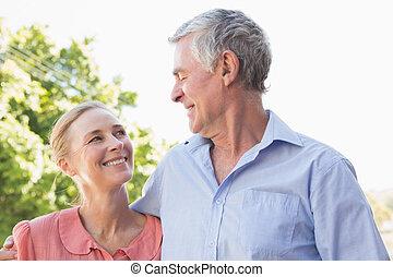 personne agee, autre, couple, chaque, sourire