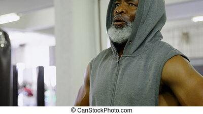 personne agee, délassant, homme, 4k, fitness, studio