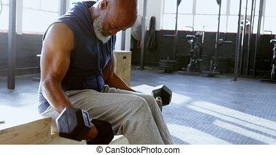 personne agee, haltère, exercisme, homme, 4k, fitness, studio