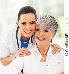 personne agee, patient, infirmière, amical