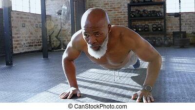 personne agee, poussée, augmente, homme, 4k, fitness, studio