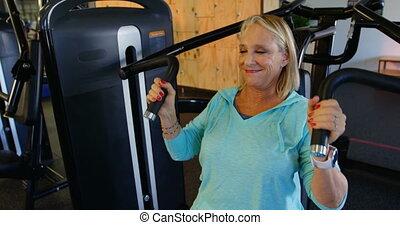 personne agee, presse poitrine, machine, exercice, 4k, femme