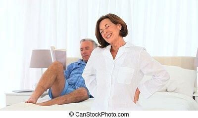 personne agee, sien, épouse, donner, homme, masage