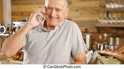 personne agee, téléphone, conversation, café, compteur, homme, 4k
