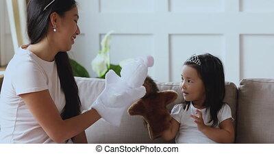 personnes agées, main, soeur, asiatique, jouets, girl., jouer, mignon, ethnicité