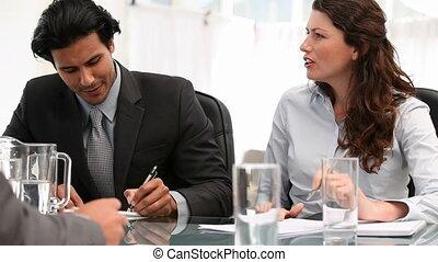 personnes réunion, deux, parler