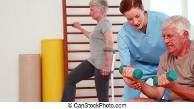personnes troisième âge, kinésithérapeute, exercisme