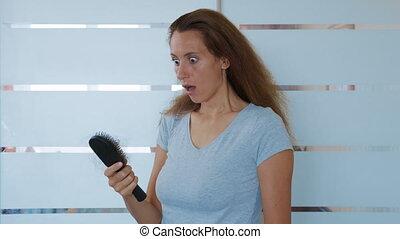 perte, perte, ou, cheveux, sur, mauvais, brossage, loss., femme, brosse cheveux, s'inquiéter, condition., désordre