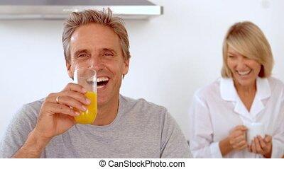 petit déjeuner, avoir, sourire, couple