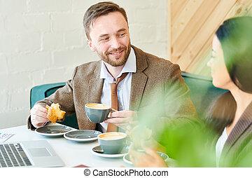 petit déjeuner, collègue, homme affaires, beau, apprécier