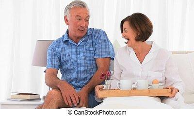 petit déjeuner, couple, avoir, ensemble, personne agee