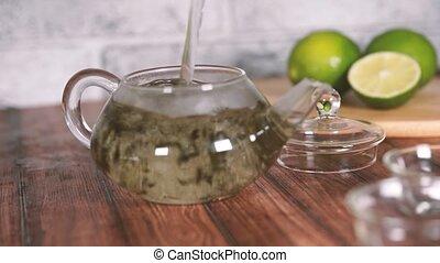 petit, feuilles, infused., concept, thé, vert, teapot., chaud, partie., ébullition, brassé, théière, versé, eau